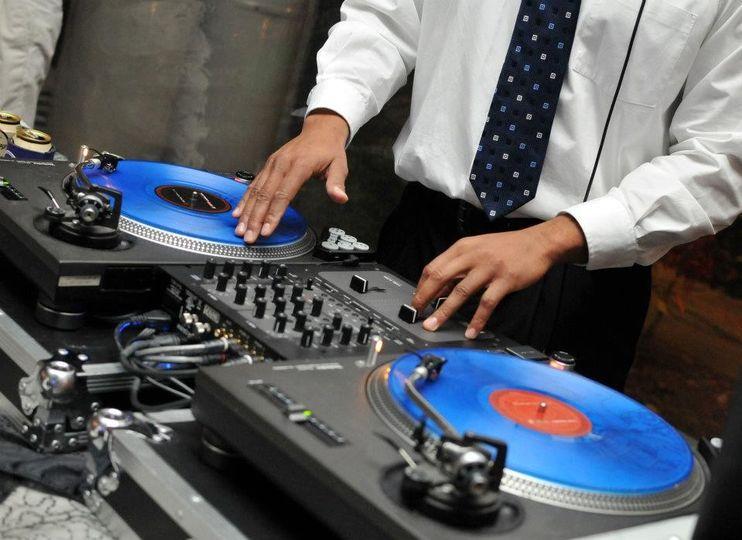 DJ APOLLO: Wicki Wicki Wicki turntable
