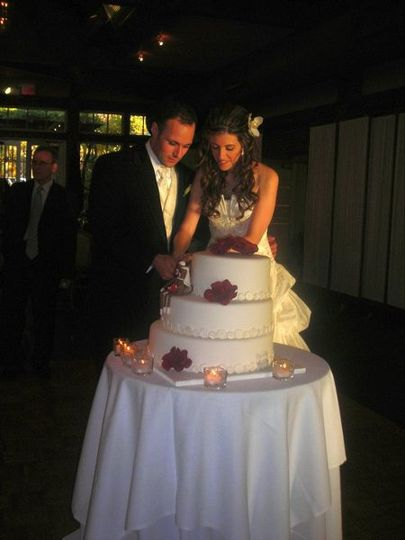 Couple's cake cutting