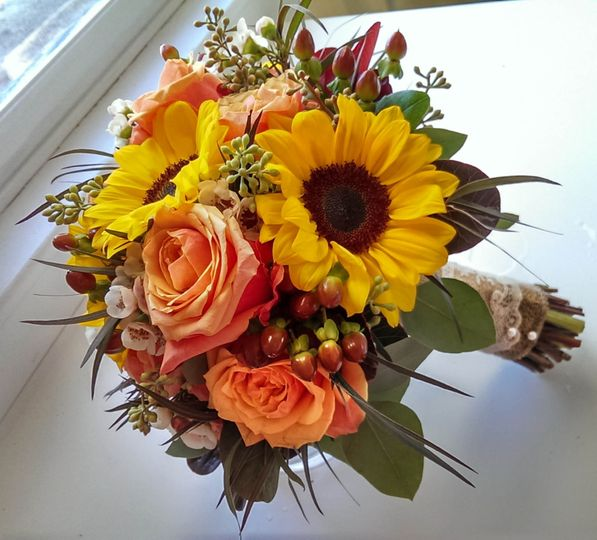 Wedding Wire Flowers: Simple Bouquets