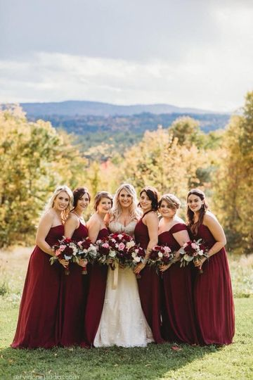 Bridesmaids with Fall bouquets