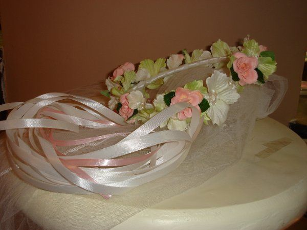 This flower girl head wreath is the perfect compliment for the lace fan bouquet. Frilly and light,...