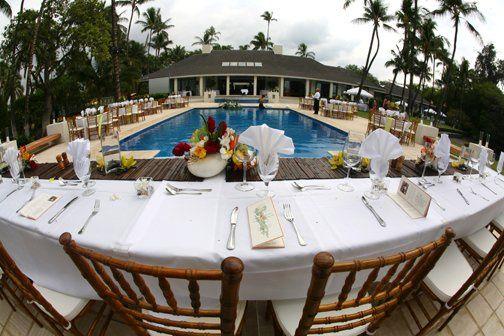 Dinner reception around the pool at Honuala'i.