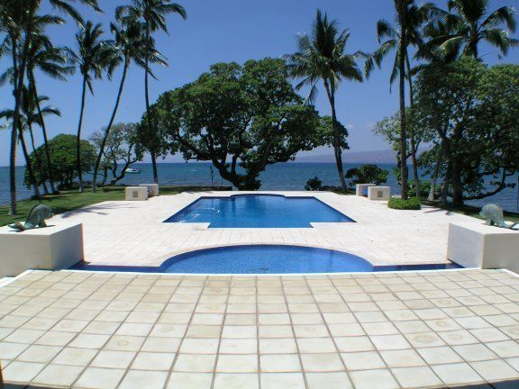 View of pools and ocean at Honuala'i.