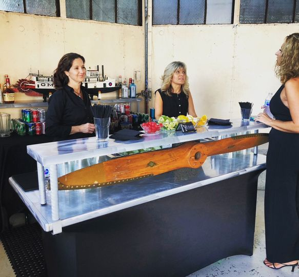 The custom hangar bar