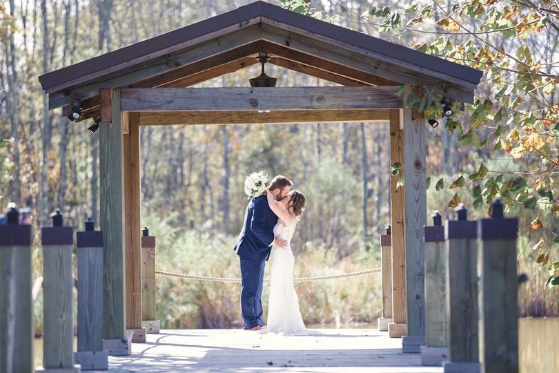 venues coveycreek jamie and mitchell kissing 51 791812 159647082251486