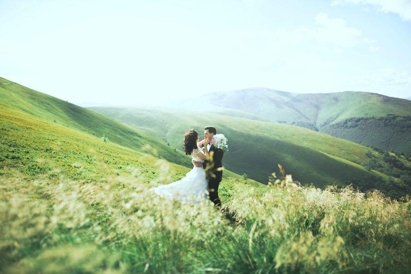 Lovely Hawaiian Weddings, Stunning Rolling Green Hills Backdrop