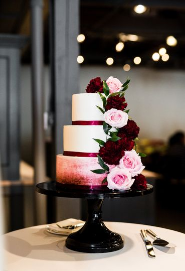 Buttercream Cake with Hand Painted Ombre Detail and Fresh Flowers by SKY Armory. Photo: Viktoriya...