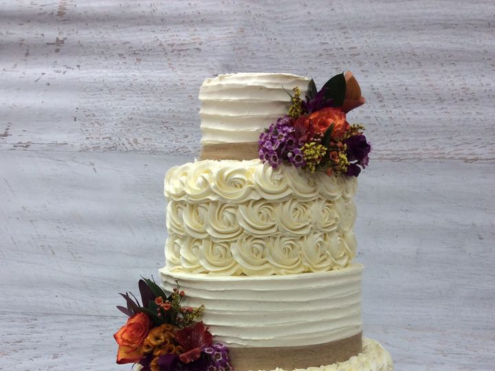 Tmx 1522720692 3e41588469b3c34b 1522720690 69b8ba931d94cec4 1522720692475 14 IMG 3280 Nesconset wedding cake