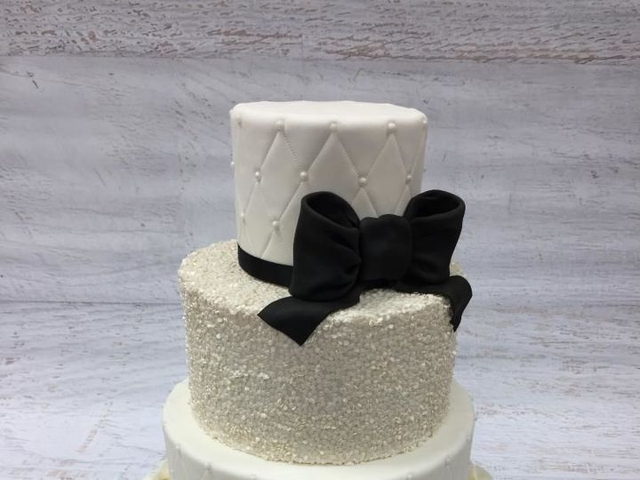 Tmx 1522720715 0c7ef158e8211f30 1522720714 1992eb8cf6a325aa 1522720716944 17 Thumbnail Nesconset wedding cake