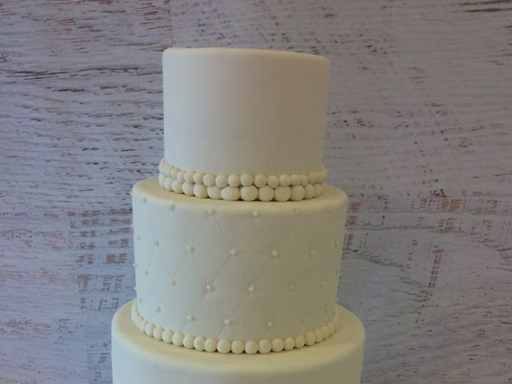 Tmx 1522720776 8e066fb364d58f6c 1522720774 Cd714422ebe8ebdf 1522720776736 24 Garcia Wedding Nesconset wedding cake