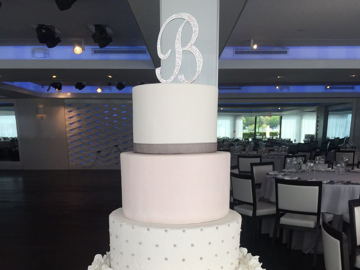 Tmx 1522721008 5362e2b99ef539f3 1522721006 Ea48ff225efff2e3 1522721007090 38 Wedding6  2  Nesconset wedding cake