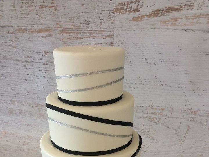 Tmx 1522721021 7401d1f5ed996ab7 1522721020 Ffa54bbcf40554cf 1522721022425 40 Wedding3  3  Nesconset wedding cake