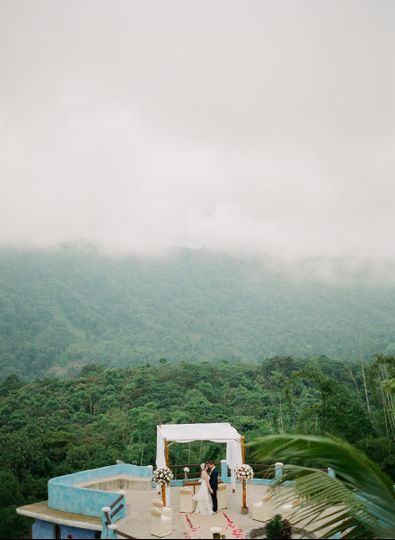 Small wedding, Ecuadorian Cloud forest #smallwedding #realwedding #elopement #eticaevents...