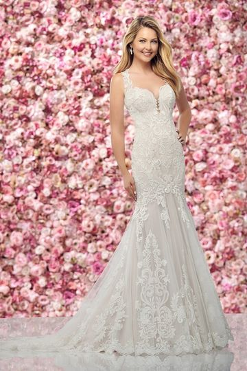 Sensual Lace trumpet gown