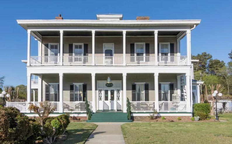 Historic Boxwood Inn