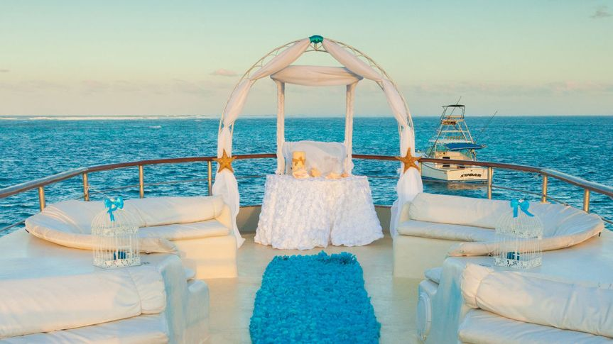 La Barcaza Wedding And Event Boat
