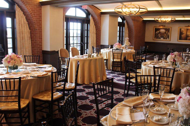 Wedding table setting with chiavari chairs