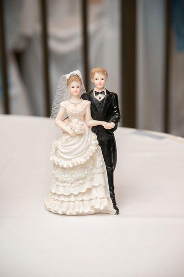 cake table decor newlyweds