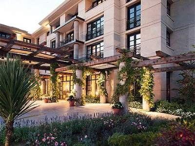 Exterior view of Bellevue Club