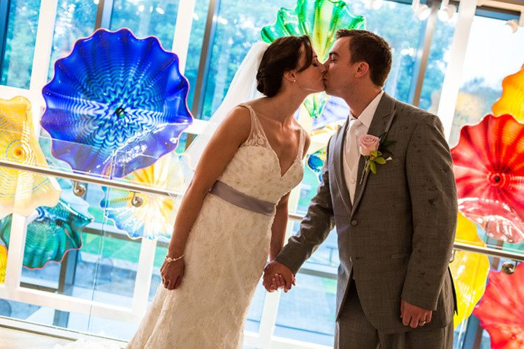 Delaware art museum venue wilmington de weddingwire 800x800 1482334255984 2 couple in front of chihuly glass junglespirit Gallery