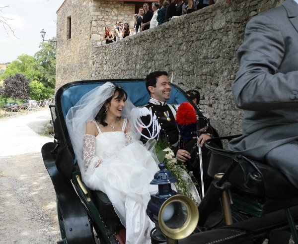 Bridal couple in horse and carriage