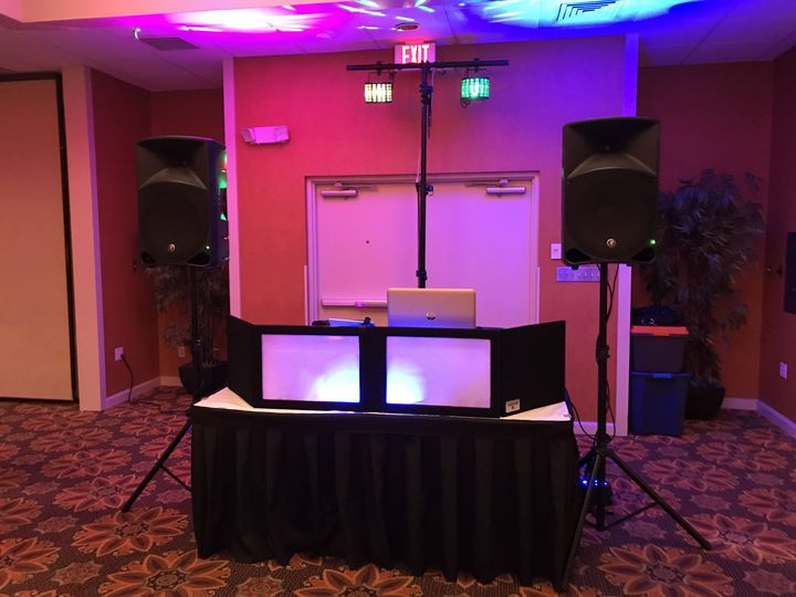 Basic DJ Onnist setup with basic lighting