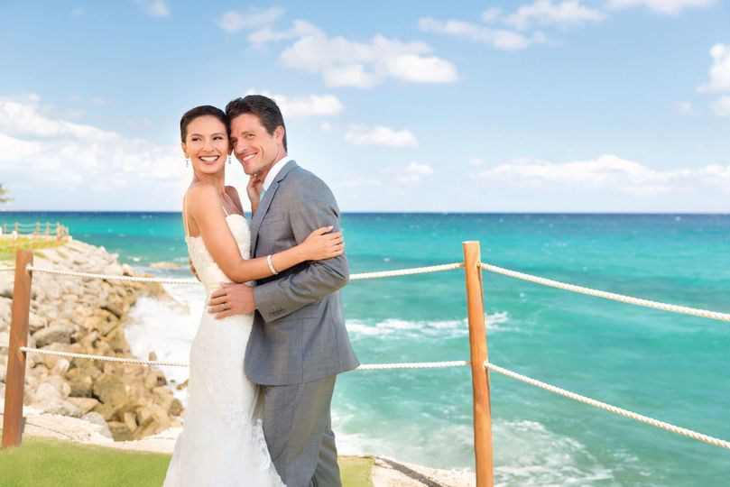 3284263167cec0e2 Hyatt Ziva Cancun Wedding Couple Romantic 4