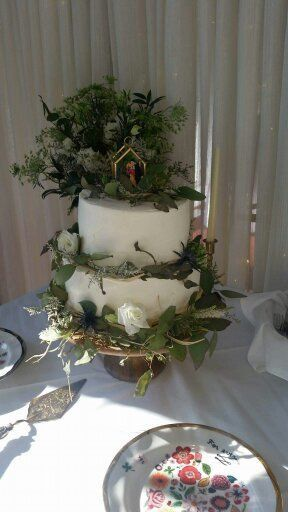 2-tier wedding cake with plants