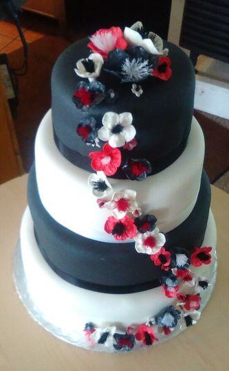 4-tier black and white wedding cake