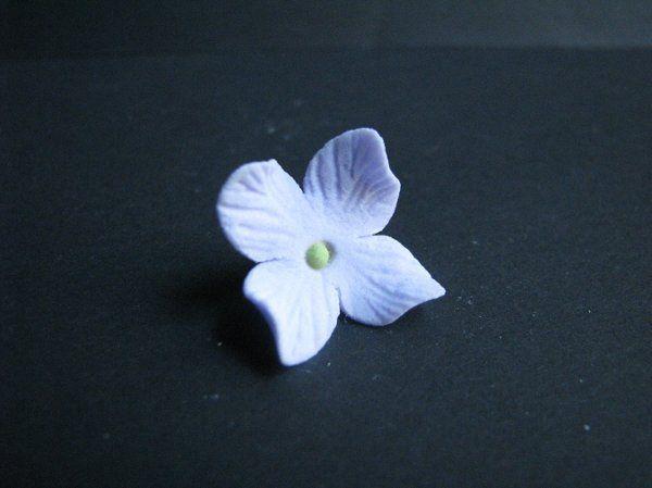 Hydrangea Blossom - http://www.gumpasteflowerstore.com/hydrangea5.html