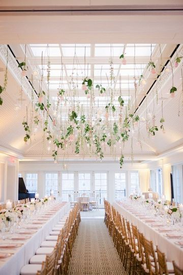 Chic and simple wedding decor