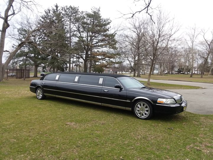 Tmx Black Limo Park 51 37422 Lyndhurst, NJ wedding transportation