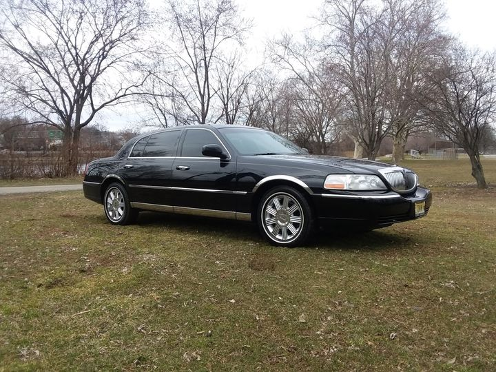 Tmx Towncar In Threpark 51 37422 Lyndhurst, NJ wedding transportation