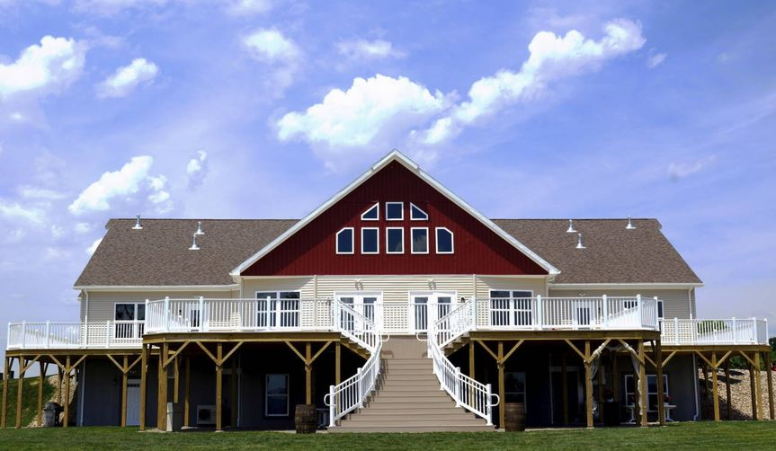 Exterior view of Whispering Oaks Vineyard