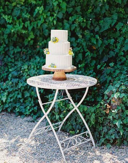 steph jala thorne cake stand