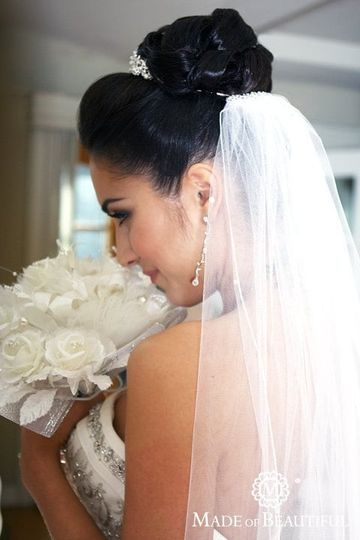 Bride holding her white bouquet
