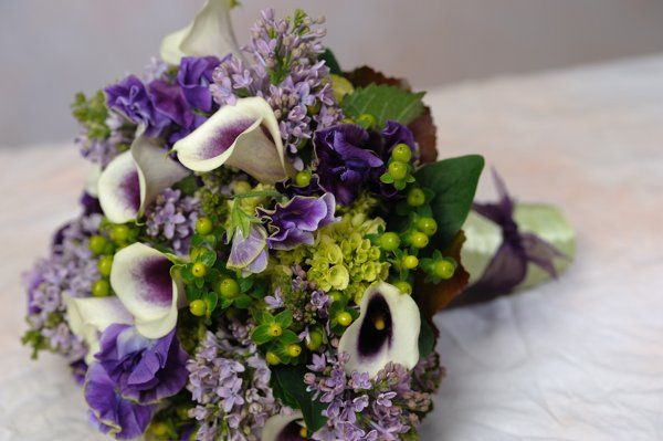 Calla lilies, lilac, sweet pea and hydrangea