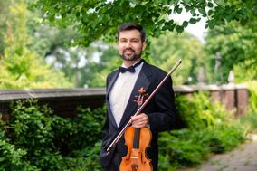 Devin Arrington, solo violin