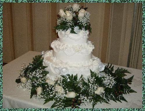 Weddingcakeovaldanceanddreamwithwhiteroses