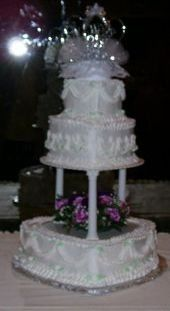 weddingcake3tierheartwith9inchpillars