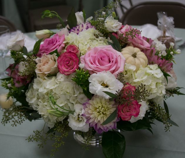 Short floral arrangement