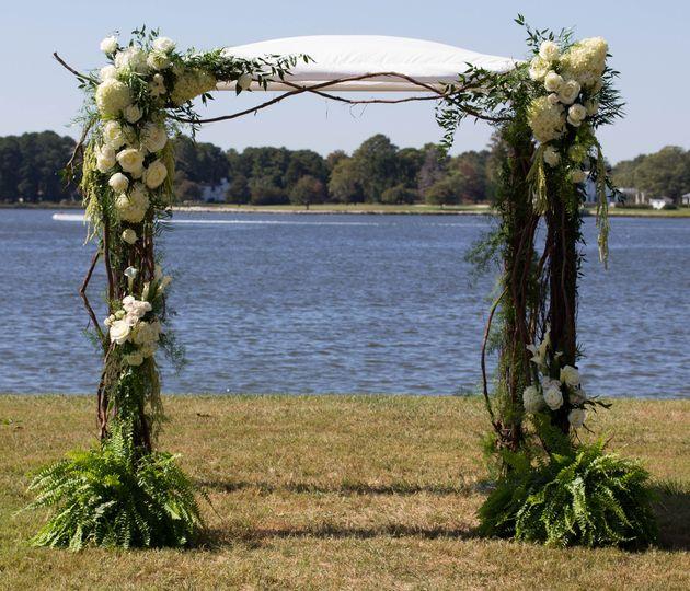 Floral arc arrangement