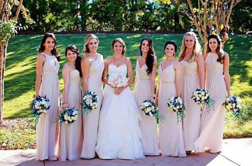 Lady In Lace Dress Attire Tuscaloosa Al Weddingwire