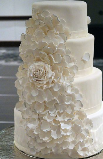 ivory and silver sugar rose cakeedited 1