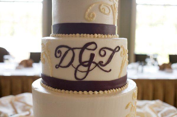 Tmx 1256864111930 Burgundymongramcake Newton wedding cake