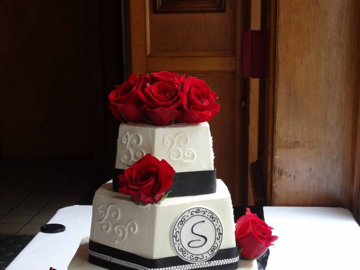 Tmx Red Roses And Black Ribbon 51 178822 Frederick, MD wedding cake