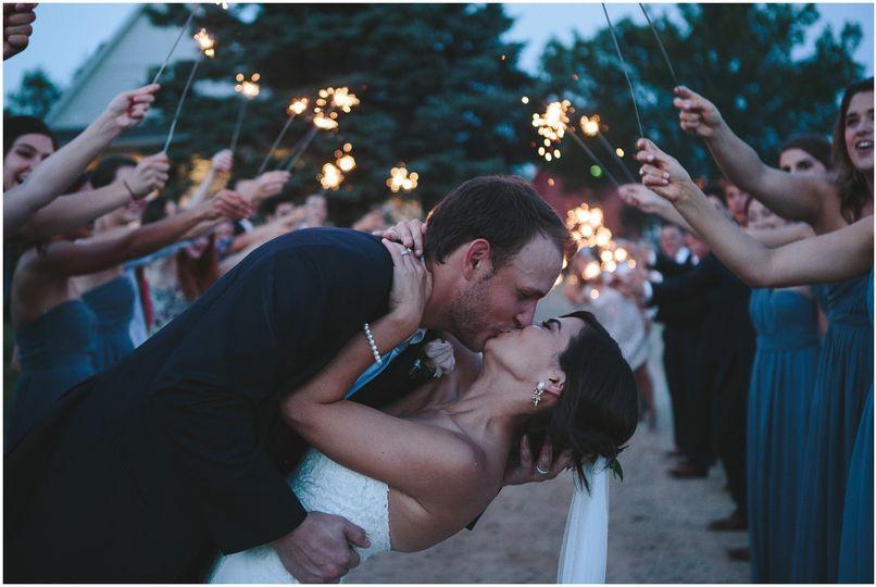 Kiss and dip - Lauren Baker Photography