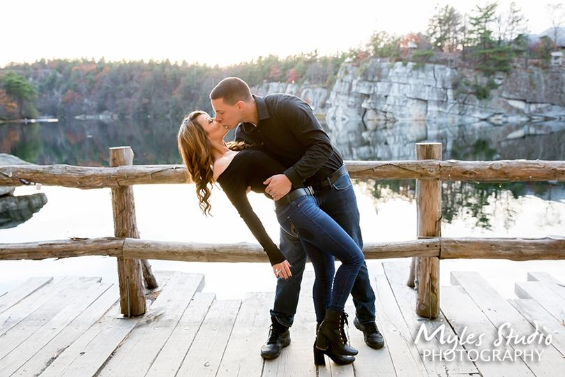 An engagement photo at Mohonk