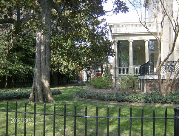 Exterior view of the The Kent-Valentine House