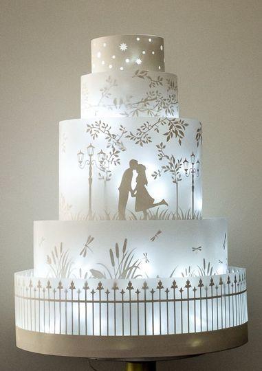 38e91e1dbb2d0d3e back lit bride and groom